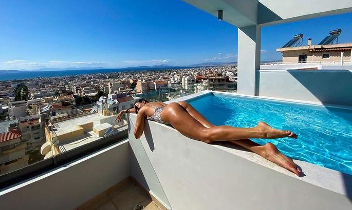 Дружина Євгена Шахова бомбардує фанатів яскравими фото в купальнику. ФОТО