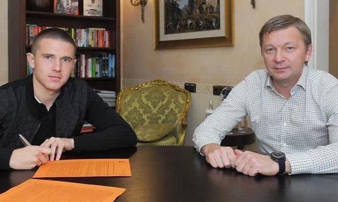 Корнієнко підписав новий контракт з Шахтарем