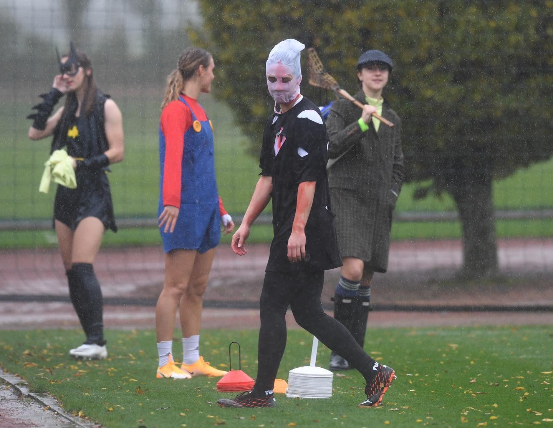 Очаровательные футболистки Арсенала появились на тренировку в хэллоуинских костюмах. ФОТО - фото 9
