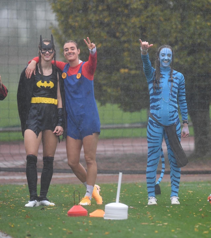 Очаровательные футболистки Арсенала появились на тренировку в хэллоуинских костюмах. ФОТО - фото 8