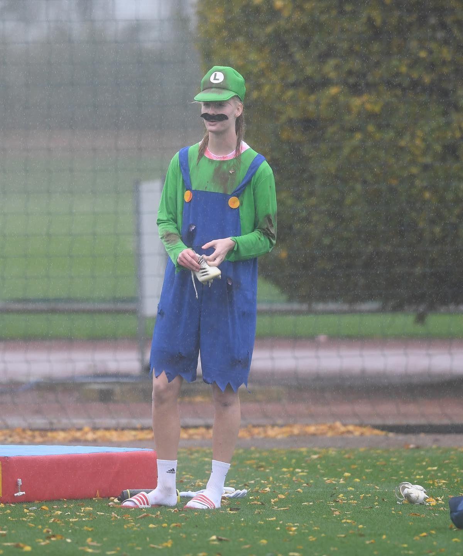 Очаровательные футболистки Арсенала появились на тренировку в хэллоуинских костюмах. ФОТО - фото 7