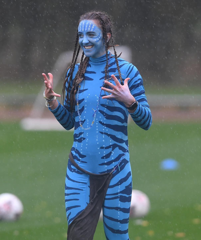 Очаровательные футболистки Арсенала появились на тренировку в хэллоуинских костюмах. ФОТО - фото 2
