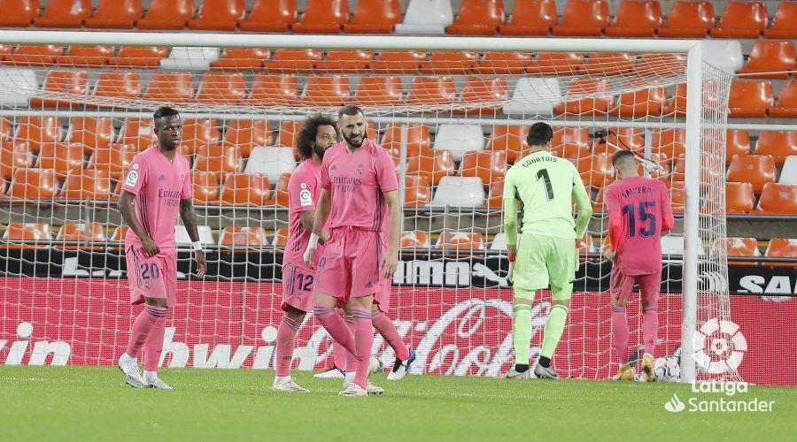 Примера. 9-й тур. Валенсия - Реал 4:1. Пенальти-голепад: Мадрид уничтожен с точки - изображение 4