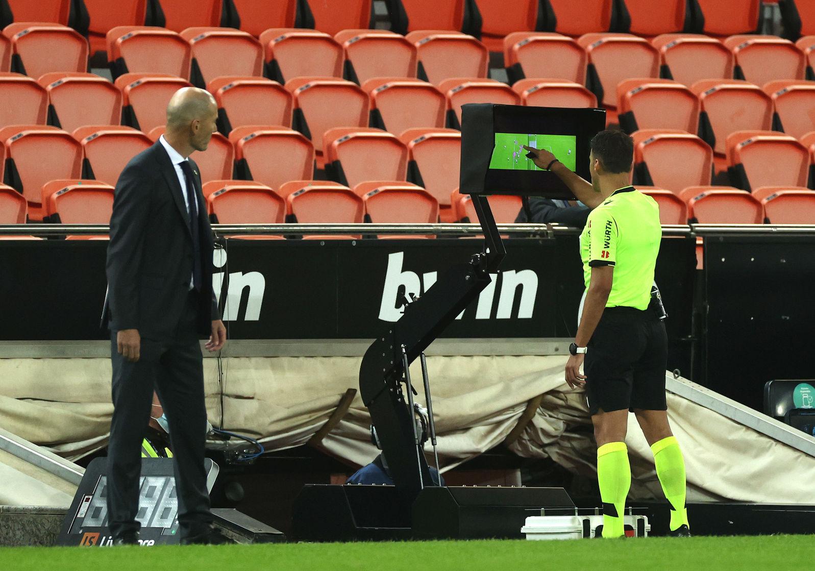 Примера. 9-й тур. Валенсия - Реал 4:1. Пенальти-голепад: Мадрид уничтожен с точки - изображение 3