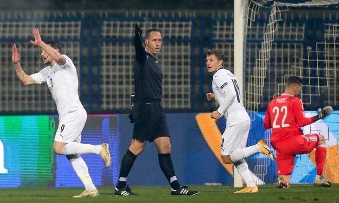 ЛН. Италия выигрывает группу А1 на классе
