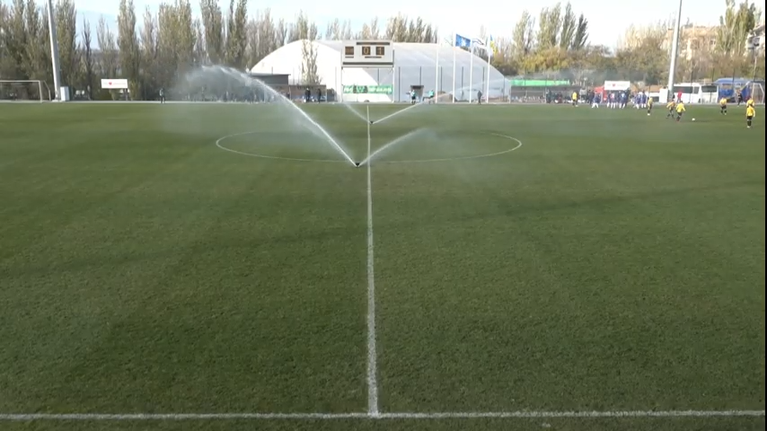Курьез из Первой лиги: из-за полива газона в Николаеве прервали матч - изображение 1