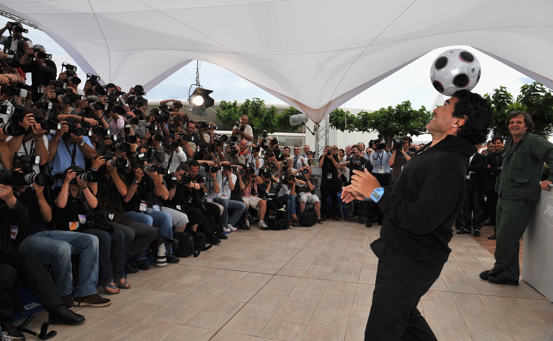 Символ футбола. ФОТО галерея памяти Диего Марадоны - фото 26