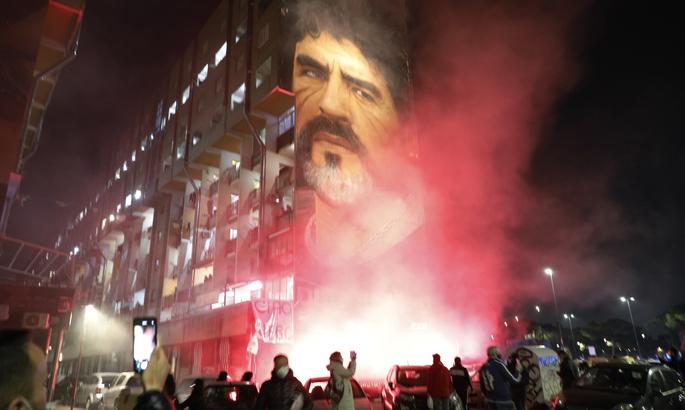 Неаполь скорбит. Фанаты Наполи прощаются с Диего Марадоной