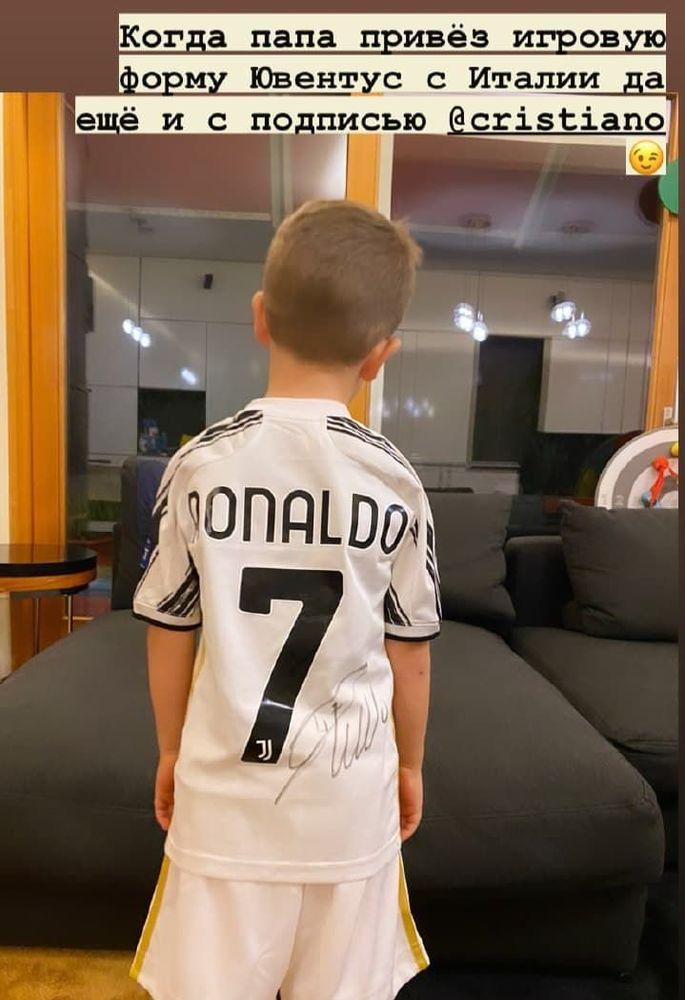 Сергій Ребров подарував синові футболку Кріштіану Роналду з автографом. ФОТО - изображение 1