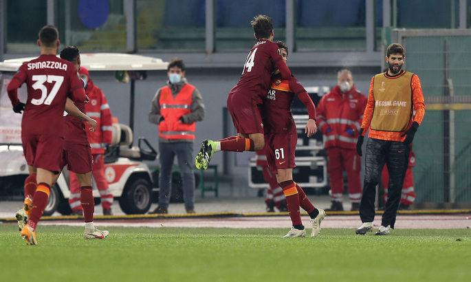 Мощно! ВИДЕО, как 18-летний защитник Ромы забил гол в ЛЕ невероятным дальним ударом