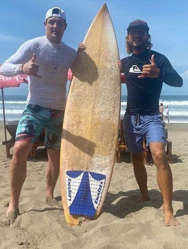 Селезньов на Балі спробував свої сили в серфінгу - ВІДЕО