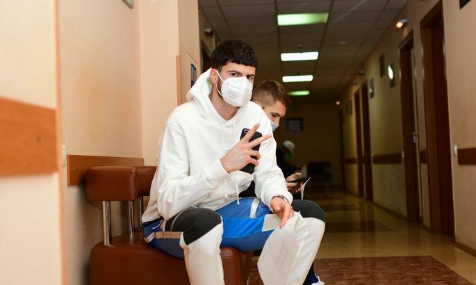 Вторая группа игроков Динамо побывала на медобследовании - каждый проходил 4 врачей