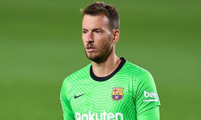 Когда хочешь играть. Резервный вратарь Барселоны попросил руководство отпустить его зимой