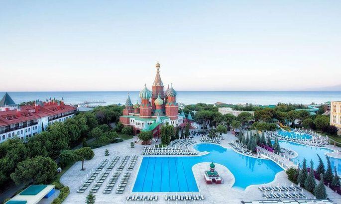 Отель Мариуполя в Турции - точная копия Кремля, но в клубе не видят в этом зраду