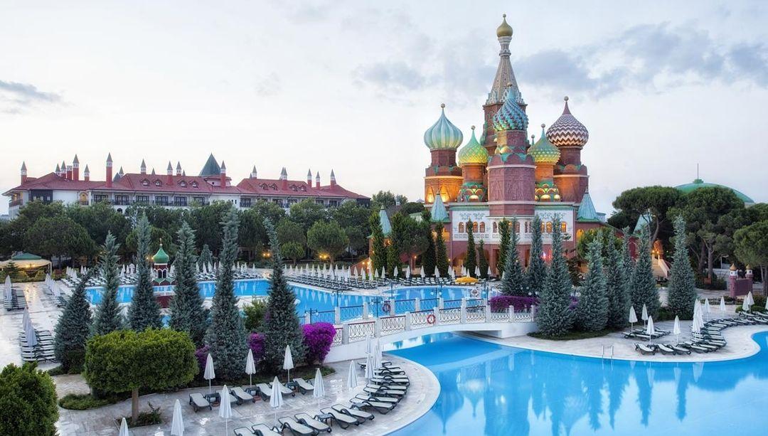 Готель Маріуполя в Туреччині - точна копія Кремля, але в клубі не бачать в цьому зраду - изображение 4