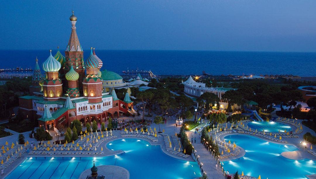 Готель Маріуполя в Туреччині - точна копія Кремля, але в клубі не бачать в цьому зраду - изображение 1