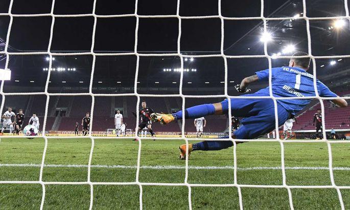 Я знайду тебе й заб'ю: воротар Аугсбурга пропустив від Левандовського у футболці трьох різних клубів