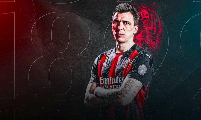 Нападающий Милана отказался от заработной платы