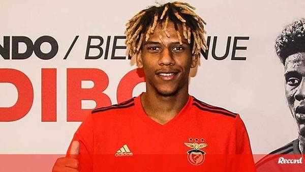 Захисник Барси Тодібо зацікавив Лаціо. Француз не грає в Бенфіці