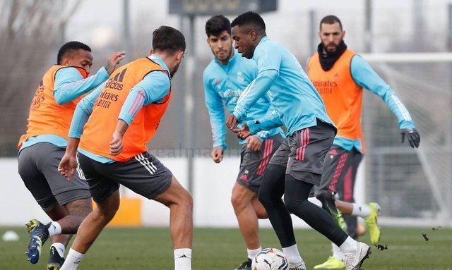 Без Рамоса и Карвахаля, но с игроками молодежки. Реал объявил состав на ближайший матч