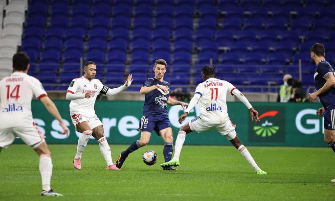 Лига 1. Лион - Бордо 2:1. Шедевр Дюбуа вернул Ткачам лидерство