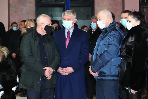 В Киеве похоронили отца Суркисов. Церемонию посетил Ахметов - изображение 2