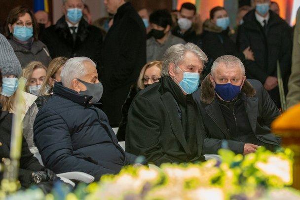 В Киеве похоронили отца Суркисов. Церемонию посетил Ахметов - изображение 1