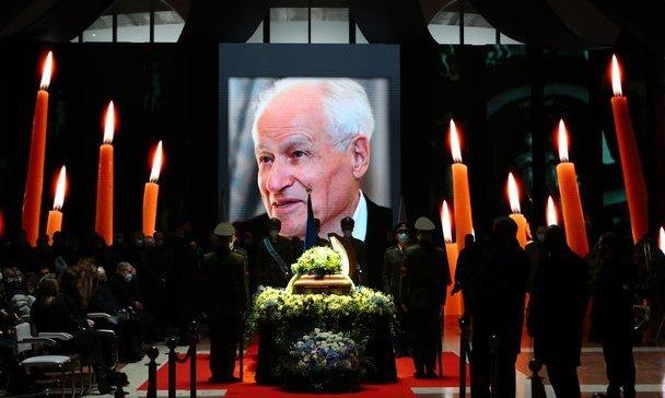 В Киеве похоронили отца Суркисов. Церемонию посетил Ахметов
