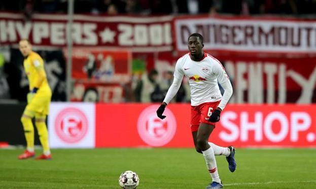 Манчестер Юнайтед в летнее трансферное окно попытается подписать 21-летнего защитника РБ Лейпциг