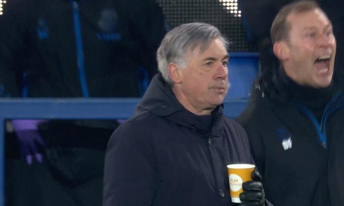 """Замерз? Как Анчелотти с чаем в руках и абсолютно без эмоций """"праздновал"""" победный гол Бернарда"""
