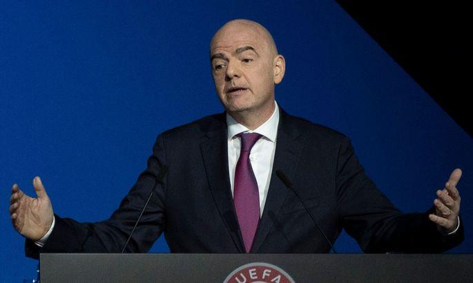 Просил ли президент ФИФА судей-женщин не здороваться с шейхом? Скандал в футболе