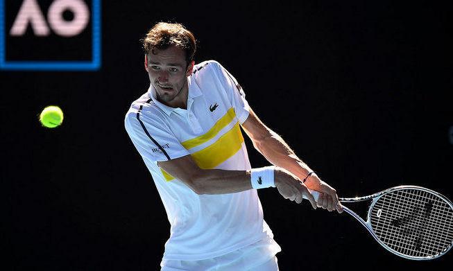 Australian Open. Медведев в трех сетах обыграл Циципаса и вышел в финал