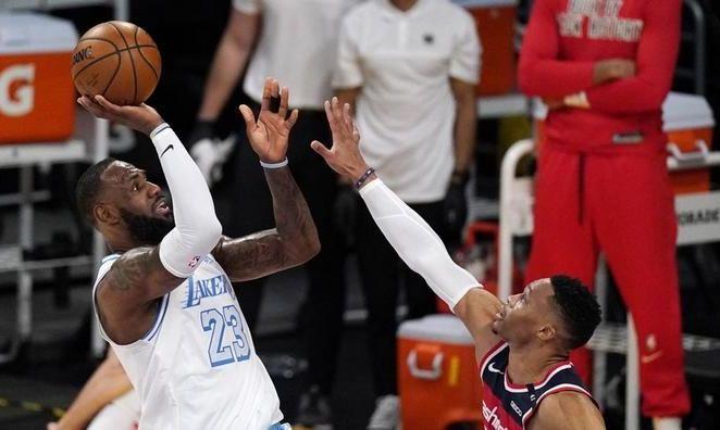 НБА: Лейкерс в овертайме проиграли Вашингтону, успехи Юты и Финикса