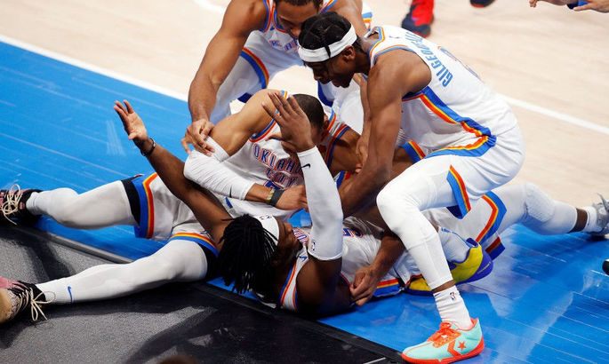 Баззер-биттер защитника Оклахомы – момент дня в НБА. ВИДЕО