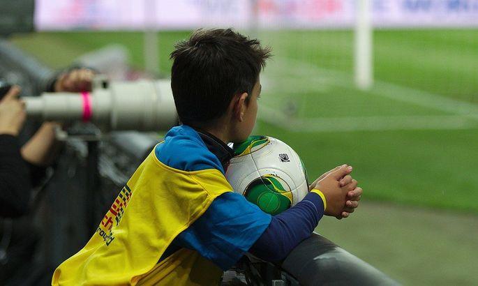 12-й игрок: как в Алжире боллбой вынес мяч из пустых ворот