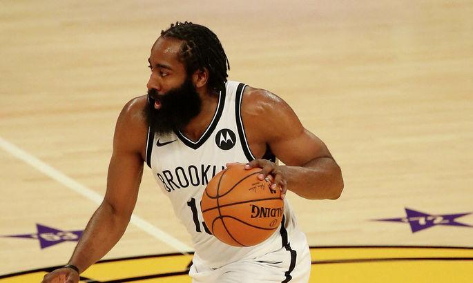 Харден и Букер – игроки месяца в НБА
