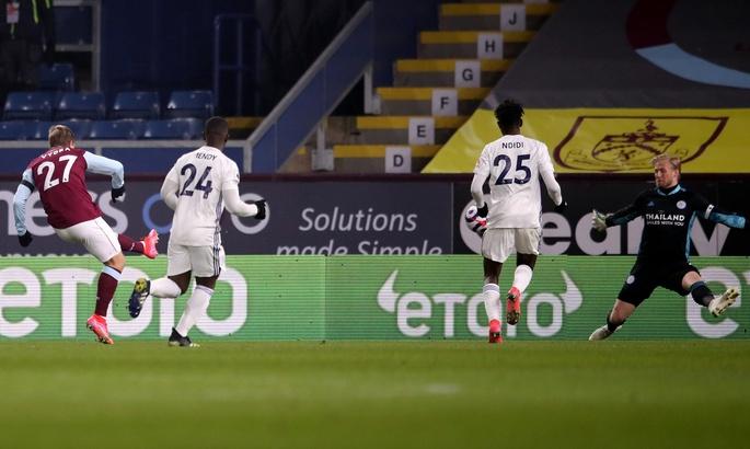 АПЛ. Лестер не справился с Бернли, Шеффилд Юнайтед в меньшинстве обыграл Астон Виллу