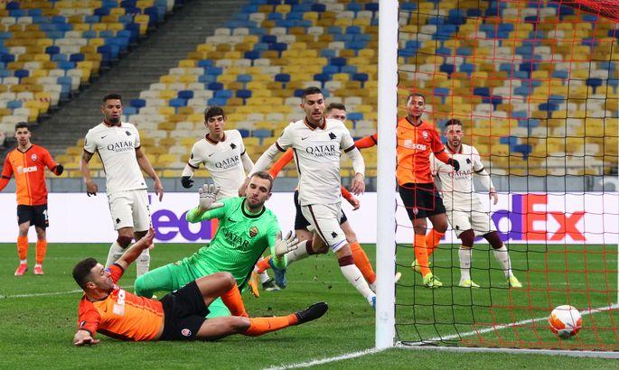 """Жуниор Мораес """"заносит"""" мяч в ворота Ромы - 1:1"""