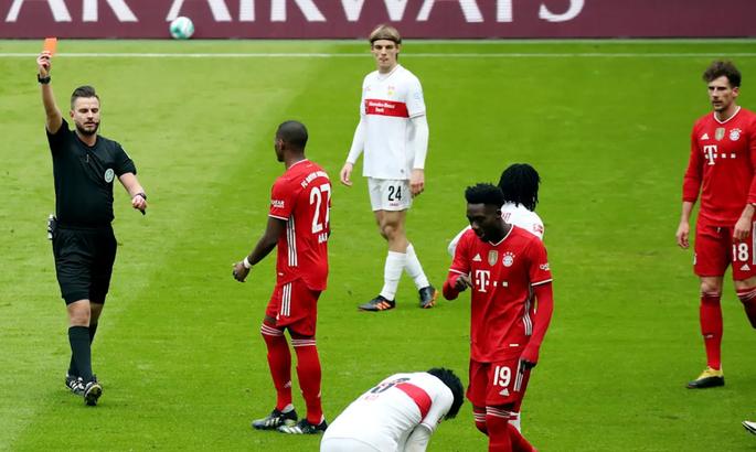 Бавария забила Штутгарту четыре гола еще до перерыва, играя вдесятером