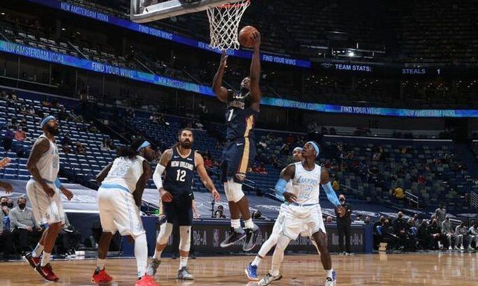 НБА: Лейкерс разгромно проиграли Нью-Орлеану, успехи Финикса и Филадельфии