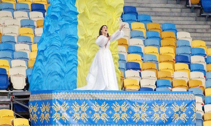 Слишком глубокое декольте. Злата Огневич спровоцировала скандал при исполнении гимна Украины