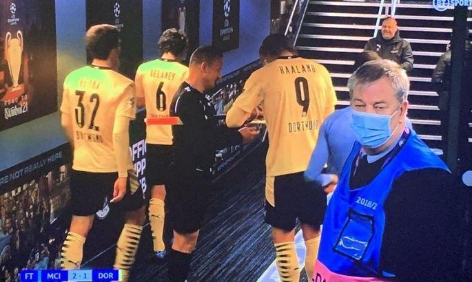 Не принижуйтесь! Шеф арбітрів УЄФА розкритикував бокового суддю за автограф у Голанда