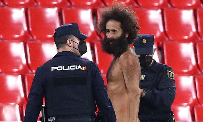 Голий чоловік, який вирвався на поле під час матчу Гранади і МЮ. Хто він?