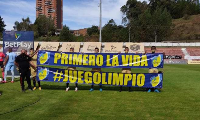 По схеме 3-2-1: из-за вспышки COVID-19 команда из Колумбии вышла на матч первенства… всемером