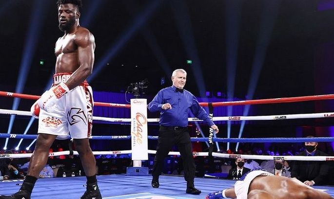 В стиле Уайлдера: нигерийский панчер вынес соперника одним ударом. ВИДЕО
