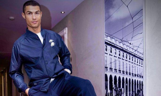 Криштиану Роналду представил новую линейку очков собственного бренда СR7. ФОТО