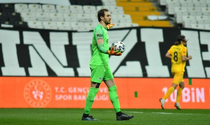 В Туреччині захисник двічі ефектно зрізав м'яч у власні ворота, але Бешикташ все одно не виграв