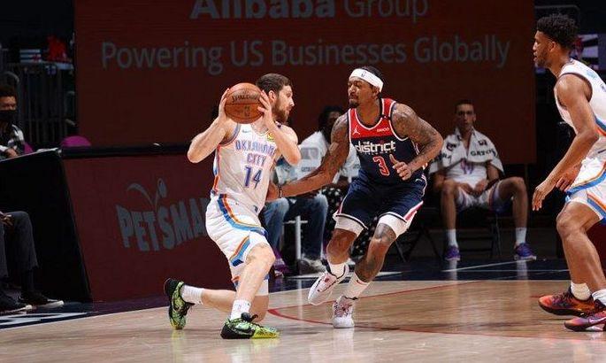 Дуэль украинцев в НБА: Михайлюк набрал больше, но победа за Ленем