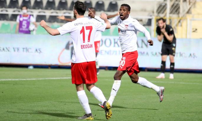 Пиварич и Кайоде забили три гола на двоих за свои команды