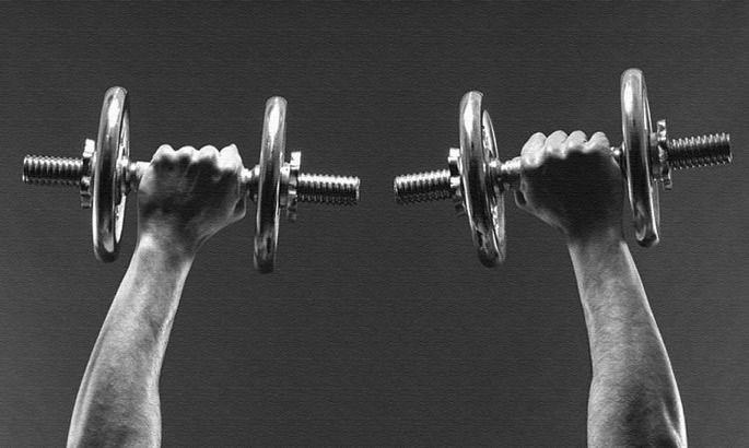 Натренуй власне тіло: вправи з гантелями для тренувань у домашніх умовах